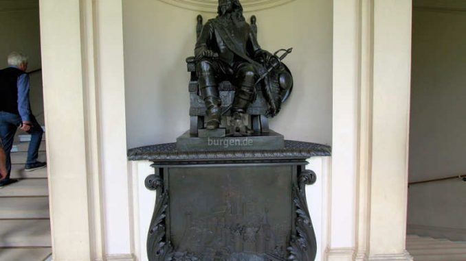 Kingston-Lacy_Statue_0737
