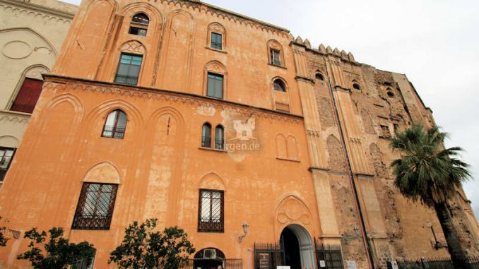 Palazzo-dei-Normanni-Palermo_Eingang_0181