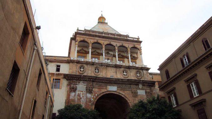 Palazzo-dei-Normanni-Palermo_Torhaus_0186