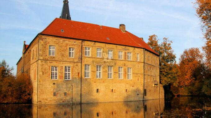 Burg-Luedinghausen_1583780328-Herbst2015