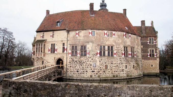 Burg-Vischering_1583835859_Vorderansicht_c-Kreis-Coesfeld