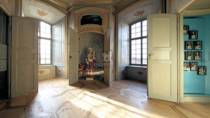 Burg-Zug_1584026098-20150106_ErnstThomas_DA_Salon