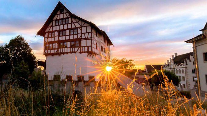 Burg-Zug_1584026098-2018_HegglinDaniel_Sonnenuntergang_Burg-Sonnenuntergang