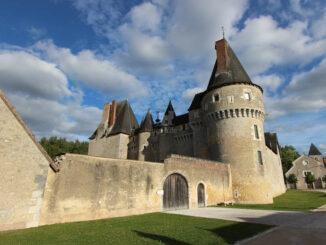 Fougèrè sur Bievre, Loiregebiet - Haupteingang im Ort