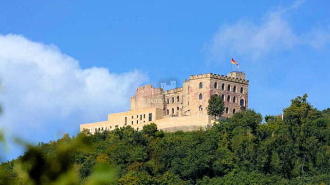 Hambacher-Schloss_vom-Tal