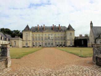 Château de Montgeoffroy, Loire - frontaler Blick auf das Hauptgebäude