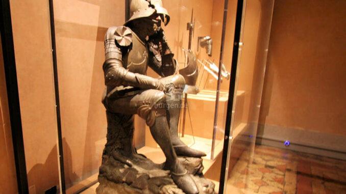 """Engelsburg, Rom - Waffenausstellung - """"nachdenklicher Ritter"""""""