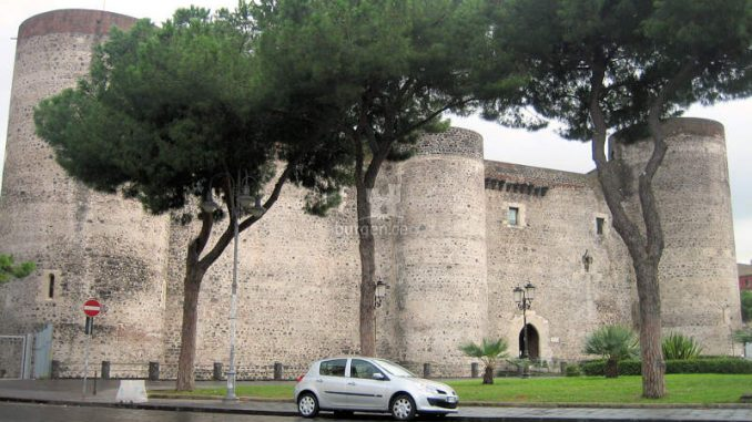 Castello-Ursino_Haupteingang