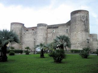 Vorderseite des Castello Ursino (Sizilien)