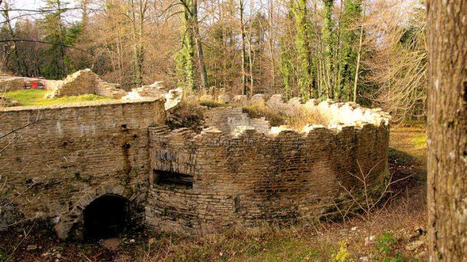 Chateau-de-Morimont_Turmfundament_1515