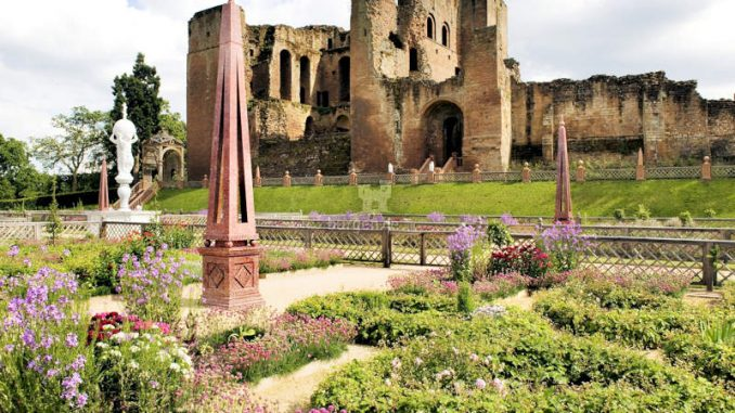 Kenilworth-Castle_The-Elizabethan-Garden