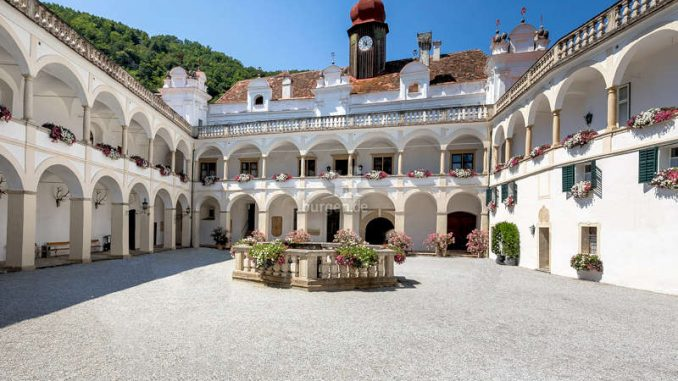 Schloss-Herberstein_1591973710-Florentinerhof_c-Herberstein