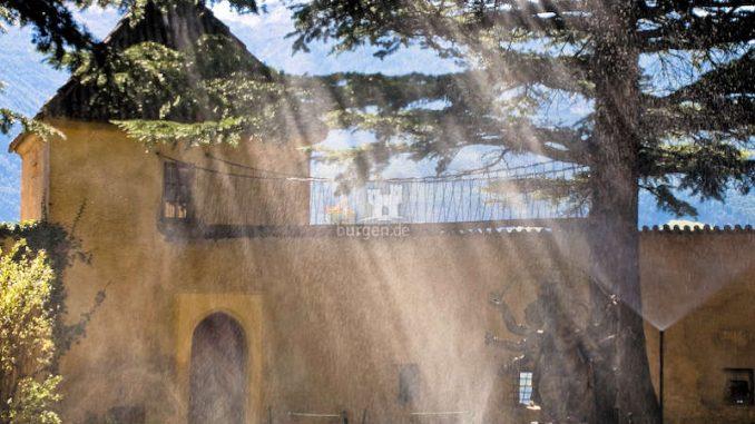 Schloss-Juval_Innenhof-Detail_flickr-salynaz