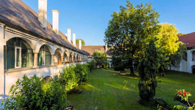 Schloss-Lackenbach_Innenhof-6504_c-AndreasHafenscher