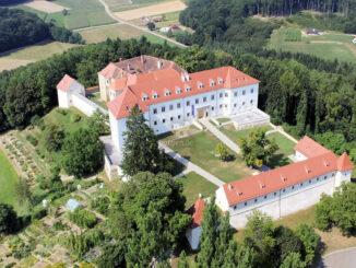 Luftbild © Foto Cernic / Schloss Negova