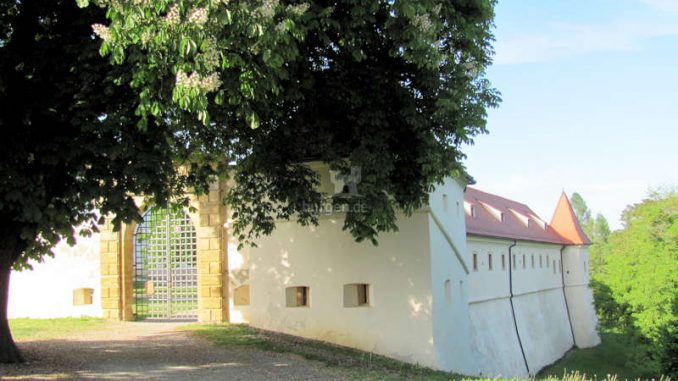 Schloss-Negova_Wallanlage