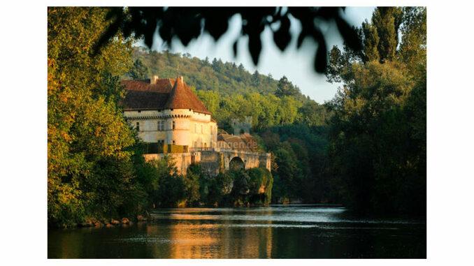 Chateau-de-Losse_Blick-vom-Fluss
