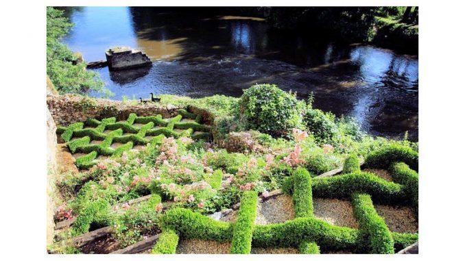 Chateau-de-Losse_Knott-Garden
