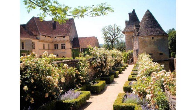 Chateau-de-Losse_Rundweg-Rosengarten