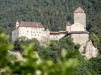 Schloss Tirol, Blick vom Tal © Angelika Schwarz / Landesmuseum Schloss Tirol