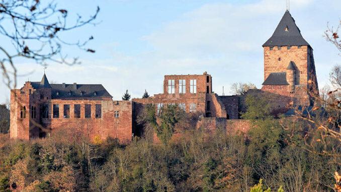 Burg-Nideggen_Seitenansicht