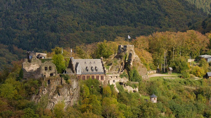 Schloss-Veldenz_Seitenansicht