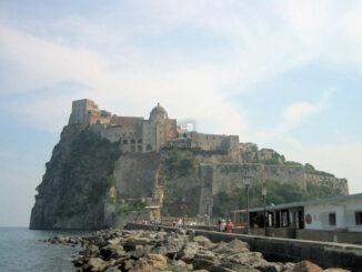 Castello Aragonese d'Ischia in ganzer Pracht © burgen.de