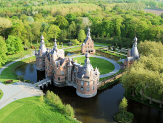 Chateau Ooidonk - Luftbild Vorderseite © Henry Roodenbeke