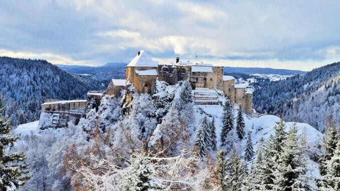 Chateau-de-Joux_Aussichtspunkt-Schafstieg-Winter_c-M-Haelvoet