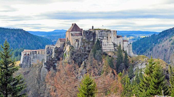 Chateau-de-Joux_Aussichtspunkt-Schafstieg_c-M-Haelvoet