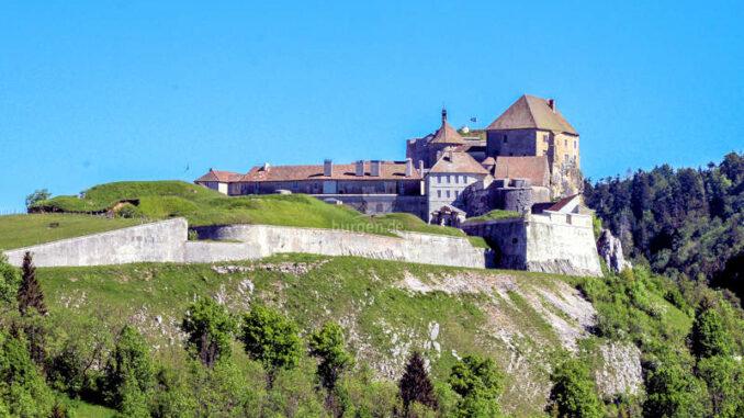 Chateau-de-Joux_Seitenansicht_c-Jean-Michel-Dhainaut