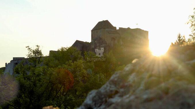 Chateau-de-Joux_Sonnenaufgang_c-M-Haelvoet