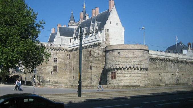 Chateau-des-Ducs-de-Bretagne_Schildwall_0979