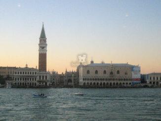 Dogenpalast in Venedig - Blick über den Kanal