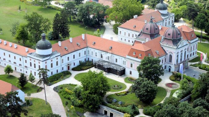 Schloss-Goedoelloi_Luftbild