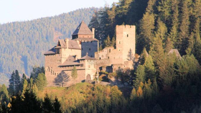 Burg-Finstergruen_Abendsonne