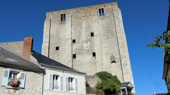 Chateau-Beaugency_Seitenansicht-Turm
