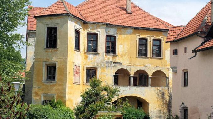 Schloss-Gissbach_Blick-von-derStrasse