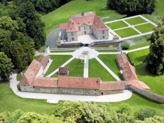 Das Schloss aus der Vogelperspektive © Château de Longpra