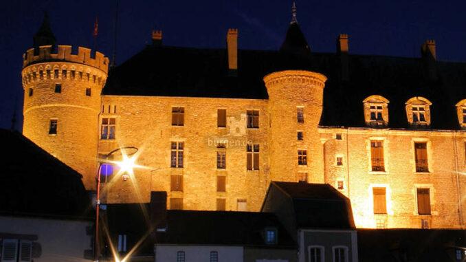 Chateau-Lapalisse_Beleuchtung-bei-Nacht_c-lapalissetourisme