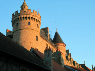 Fassade im Sonnenuntergang - Chateau Lapalisse © Lapalisse Tourisme