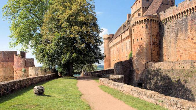 Chateau-de-Castelnau-Bretenoux_Vorburg+Torhaus_Pascal-Lemaitre-CMN