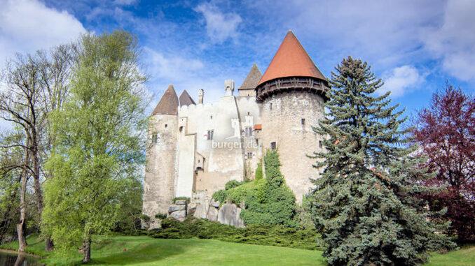 Burg-Heidenreichstein_Wasserburg-im-Sonnenschein_c-Andreas-Maringer-i.-A.-Kinsky_sches Forstamt-Burg-Heidenreichstein-GmbH-CoOG_800