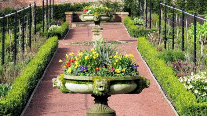 Dumfries-House_Queen-Elizabeth-Walled-Garden