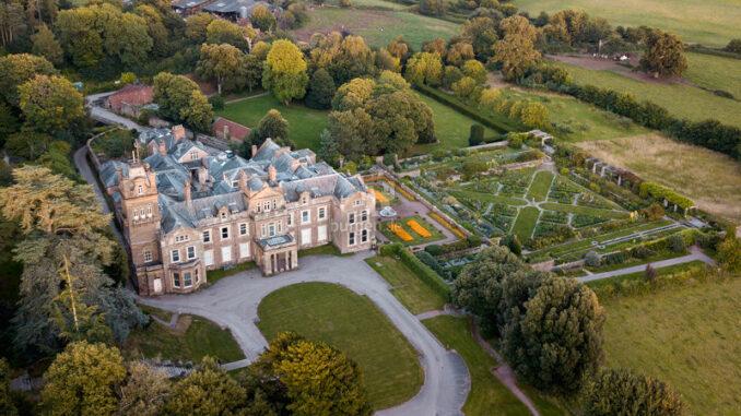 Hestercombe-House-and-Gardens_Luftiger-Blick-auf-Haus-und-Garten_c-Pawel-Borowski-Hestercombe-House-and-Gardens_800