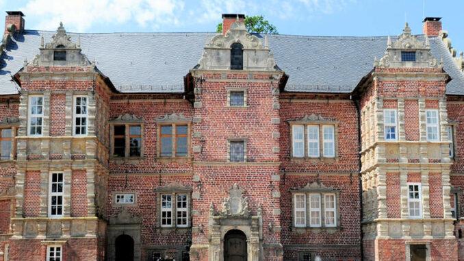 Schloss-Erbhof_Vorderseite_c-Schloss-Erbhof