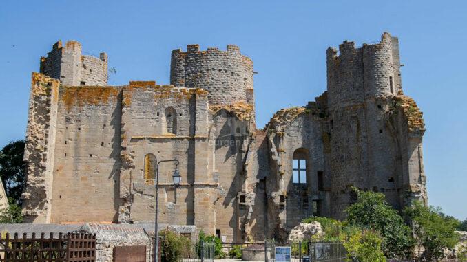 Chateau-de-Bourbon-L-Archambault_Hauptfassade_c-Chateau-de-Bourbon-L-Archambault_800