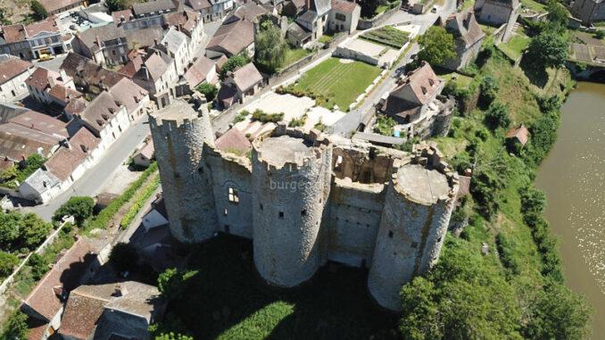 Chateau-de-Bourbon-L-Archambault_Luftaufnahme_c-Chateau-de-Bourbon-L-Archambault_800