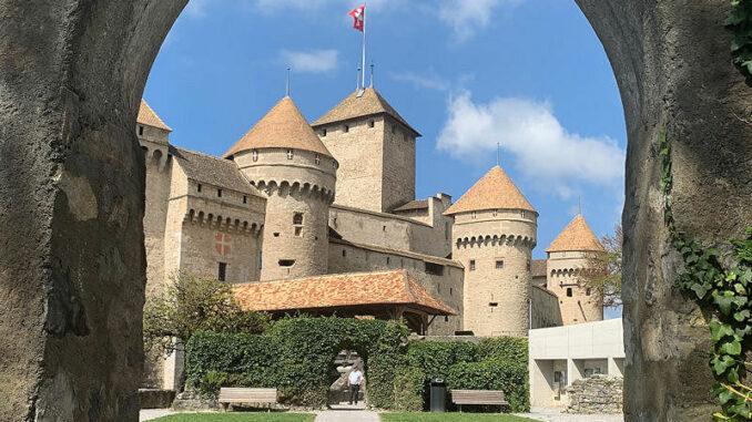 Chateau-de-Chillon_Blick-durch-den-Torbogen_c-Ronny-Perraudin