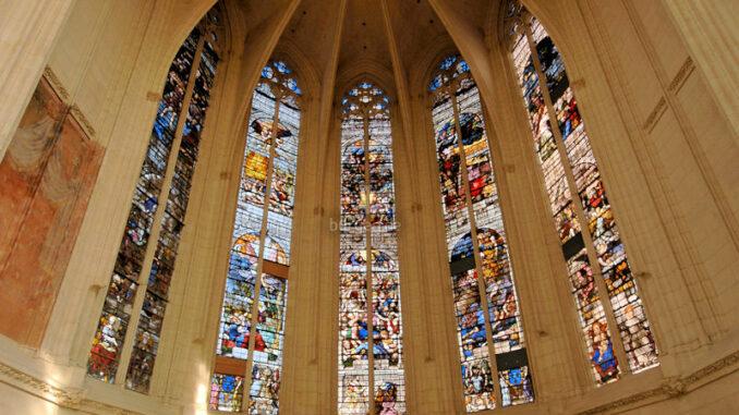 Chateau-de-Vincennes_Glasfenster-der-Sainte-Chapelle_c-Patrick-Cadet-Centre-des-monuments-nationaux_800